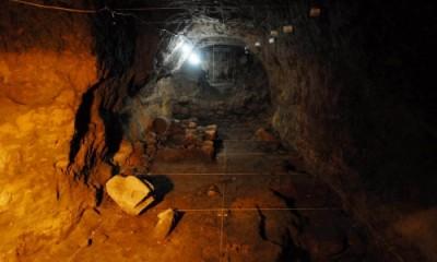Víctor Manuel Velasco Herrera, académico del Instituto de Geofísica (IGf) de la UNAM, colabora con un georradar en la ubicación del túnel.